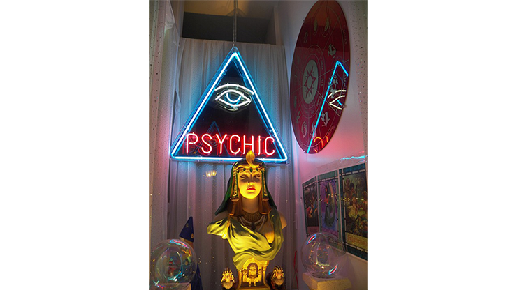 Private Medium & Fortune Tellers Secret Psychic Cold Reading Not