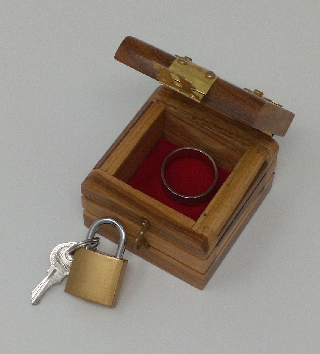 >Ring Box (Wood)